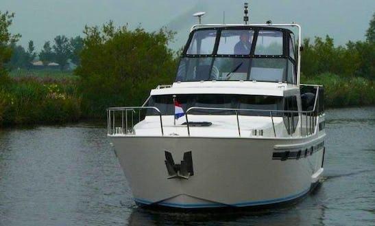 Vacance 1200 Motor Yacht - Accommodate 6 People