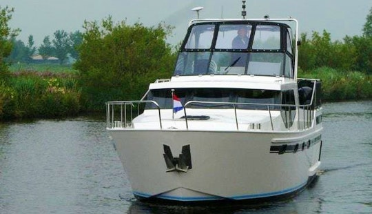 Vacance 1200 Motor Yacht - Accommodate 6 People