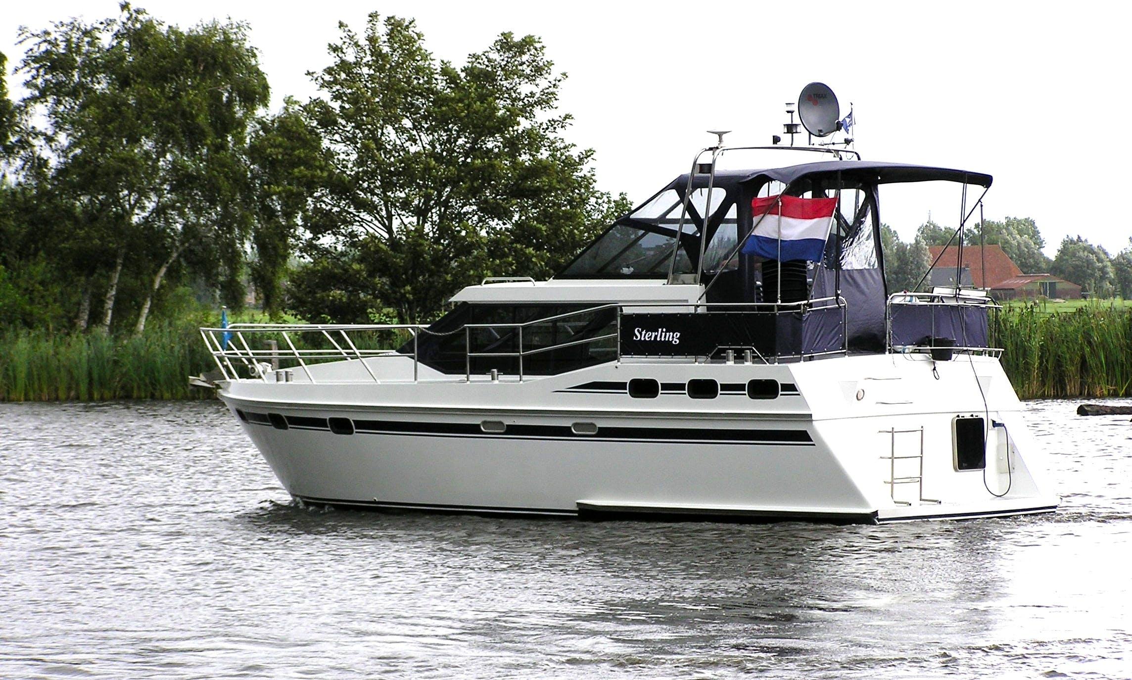34' Vri-Jon Contessa 1040 Motor Yacht Charter in Drachten, Netherlands