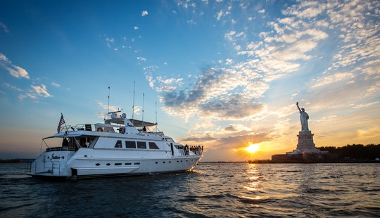 Charter 97' Luxury Motor Yacht In New York
