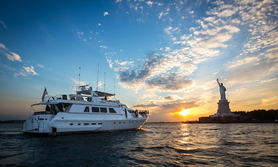 Charter 97' Luxury Motor Yacht In New York