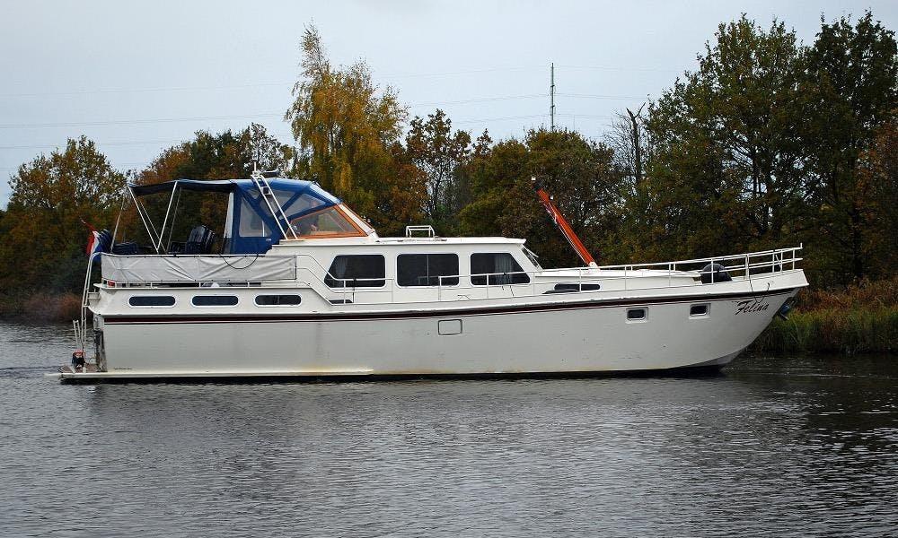"""49' """"Felina"""" Motor Yacht - Sleeps 10 People"""