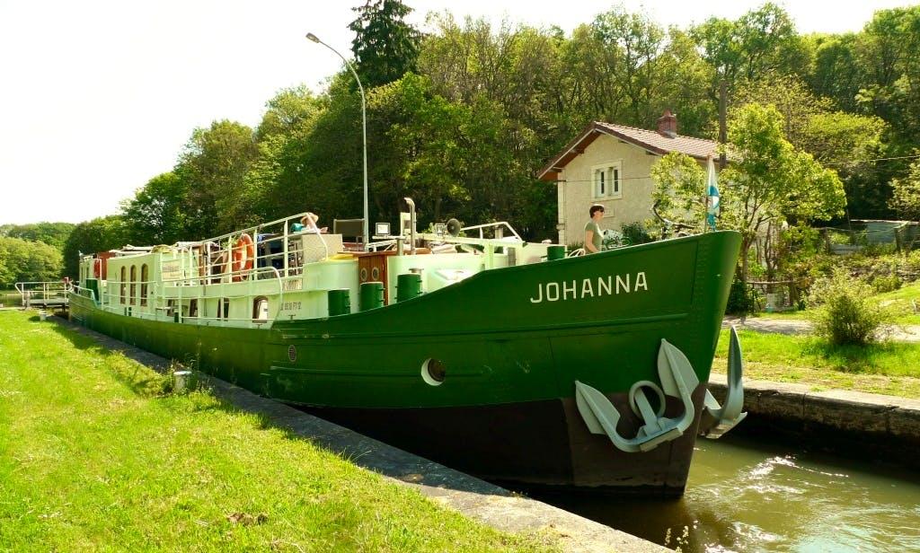 Upper Seine and Loire cruise, Barge Johanna, 6 passengers, 3 cabins.