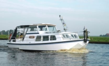 Rent 28' Flora Motor Yacht in Friesland, Netherlands