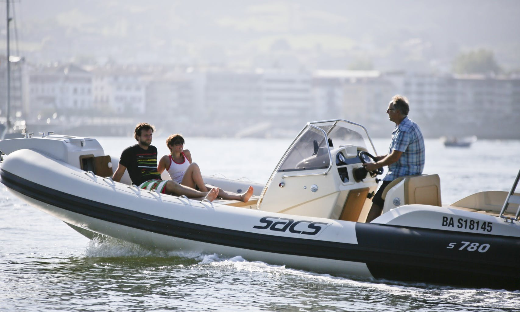Enjoy the 780 Sacs Powerboat in Hendaye, Basque Country