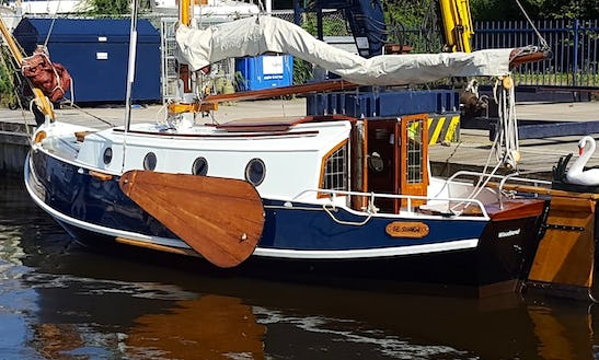 Rent 25' Grundel De Swaen Sloop In Woudsend, Netherlands