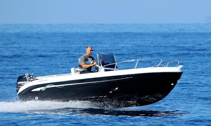 Discover the Tuscan Archipelago on Open 17 Power Boat