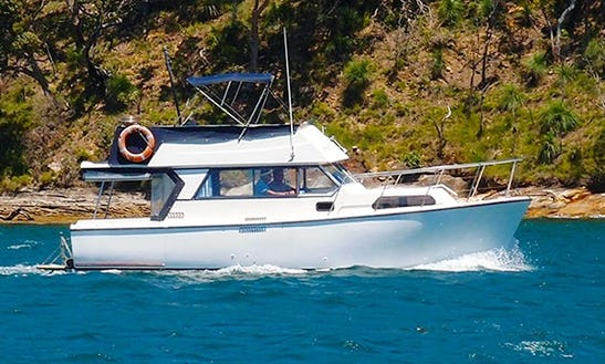 Charter 30' Sundecker Motor Yacht In Newport, Australia