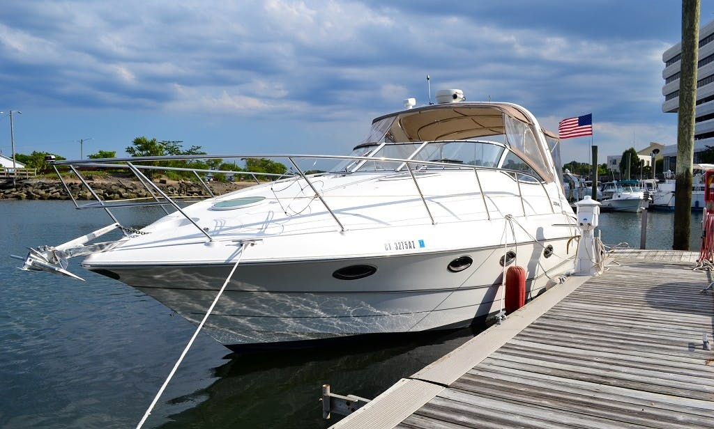 Charter 33ft Doral SE In Stamford, Connecticut