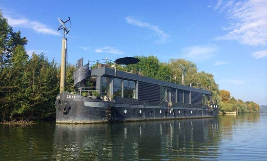 7 Person Houseboat Ready To Book In Triel-sur-seine, France