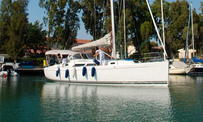 Charter 40' Cruising Monohull in Chalkida, Greece