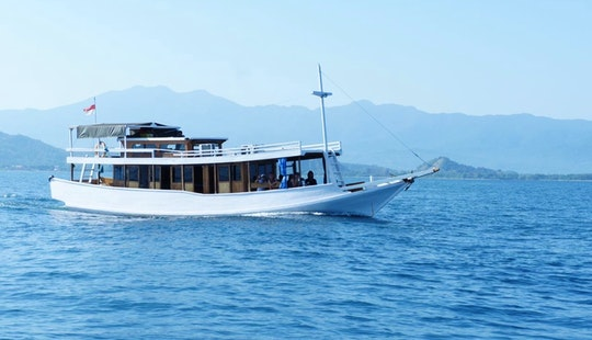 Houseboat Vacation In Komodon Indonesia