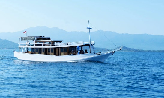 Houseboat Sleep Aboard Rental In Komodo