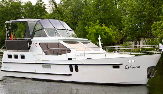 35' Motor Yacht With 2 Double Berths In Brandenburg, Germany