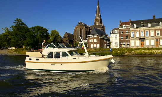 Charter The Linssen 29.9ac/30.9ac Motor Yacht In Capestang, France