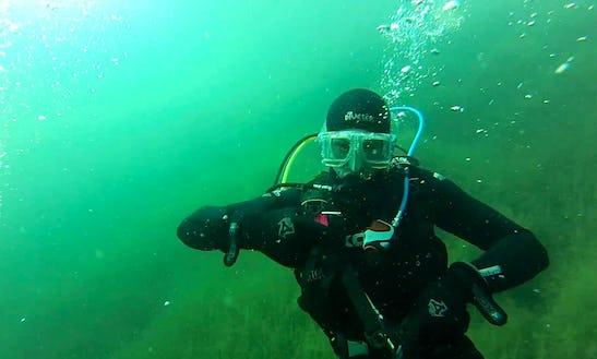Enjoy Diving At Bass Lake In Gauteng, South Africa