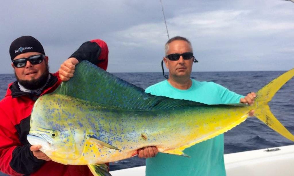 Florida keys fishing charter on 35ft big game sea vee for Florida keys fishing charters
