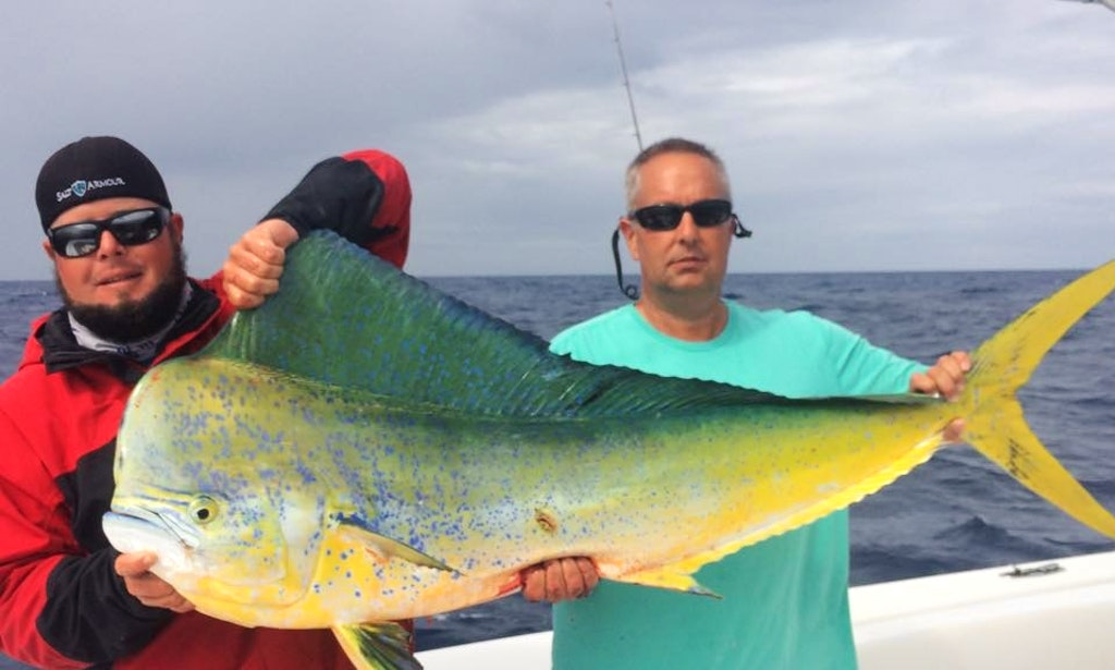 Florida keys fishing charter on 35ft big game sea vee for Fishing marathon fl