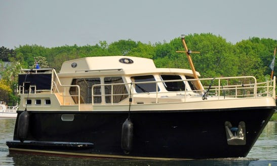 Weekly Charter On 6 Person Motor Yacht In Utrecht, Netherlands