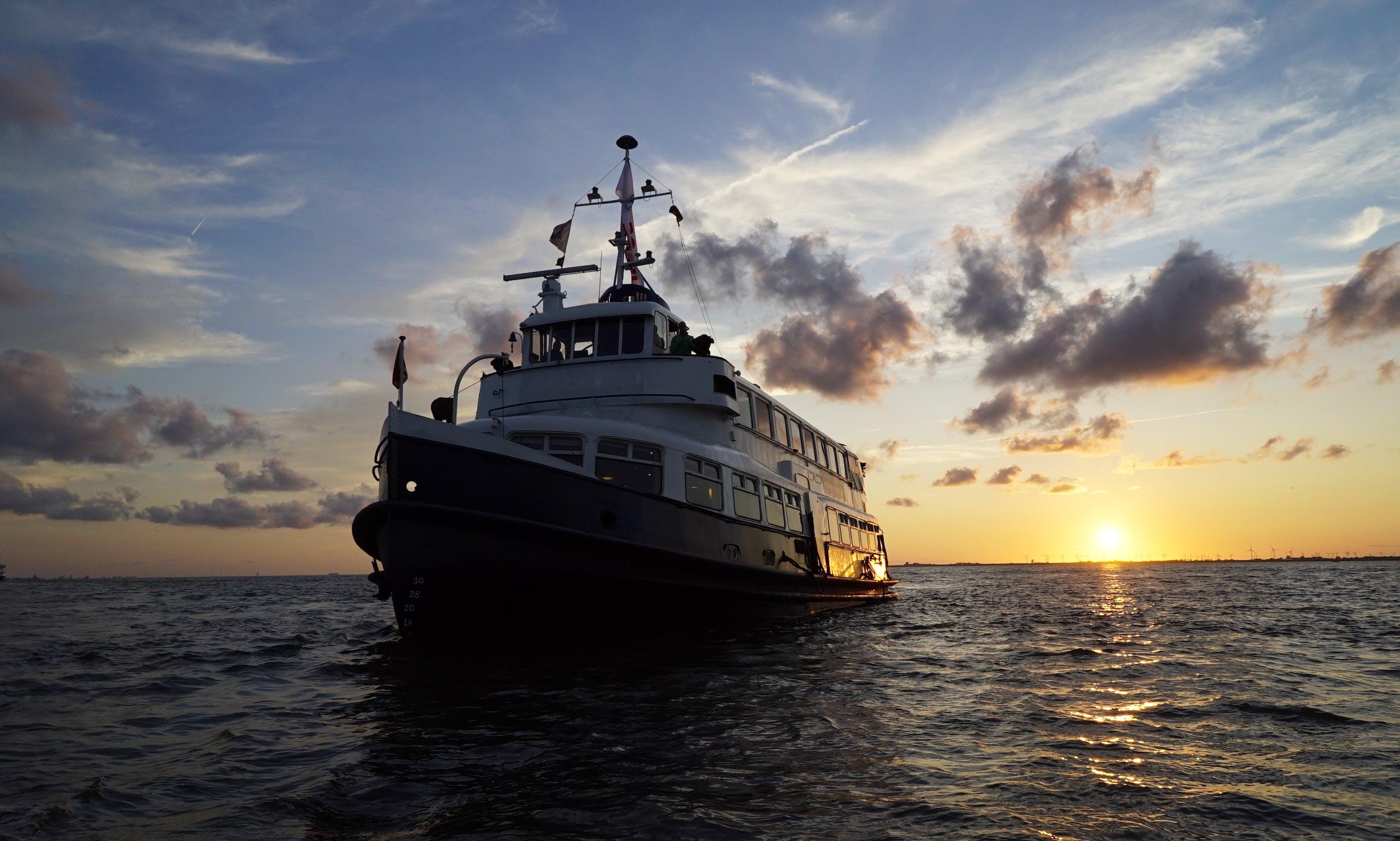 Passenger Boat rental in Hamburg