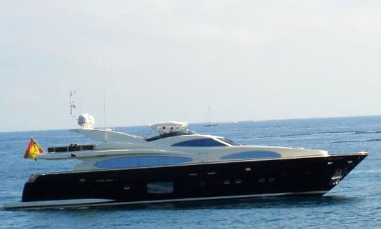 Cruise In Luxury In Ibiza On 102' Motor Yacht In Eivissa