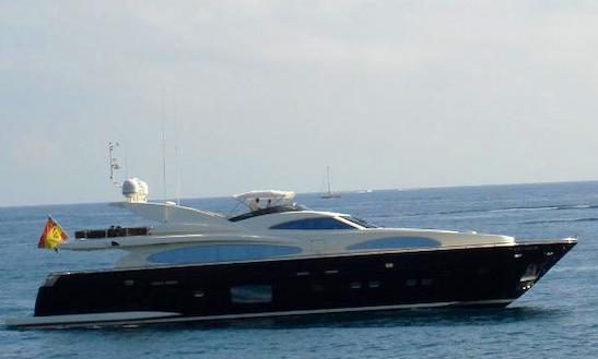 102' Motor Yacht In Eivissa