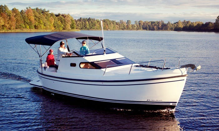 Rent 23' Motor Yacht in Vadstena, Östergötland County