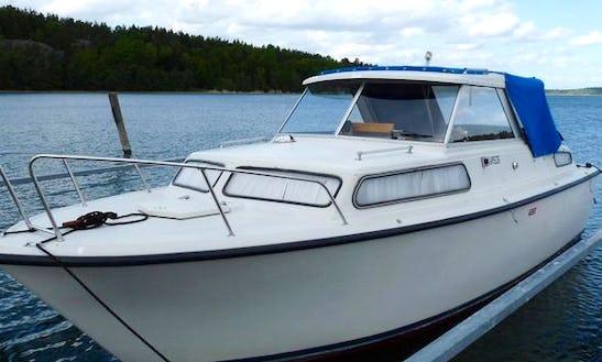 Rent 26' Motor Yacht In Vadstena, Östergötland County