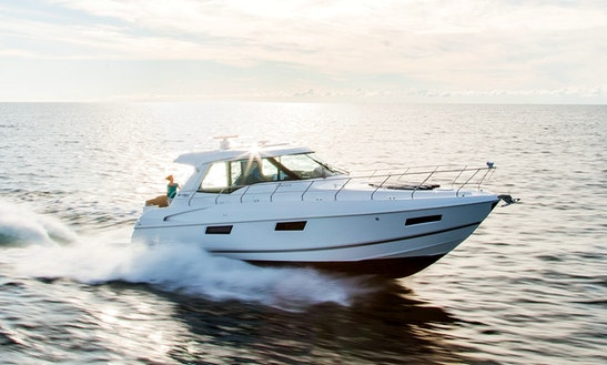 Cruisers 48′ Cantius Yacht Rental In Fort Myers Beach