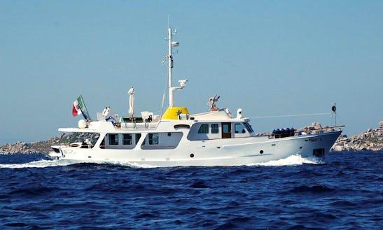 Medistar Motor Yacht Rental In Formia, Southern Italy