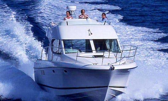 Charter 32' Motor Yacht In Corfu, Greece