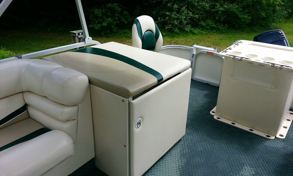 22ft bennington fishing pontoon boat rental in china for Fishing boat dealers near me