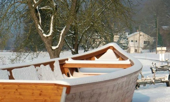 Rent 30' Dinghy In Freizell, Oberösterreich