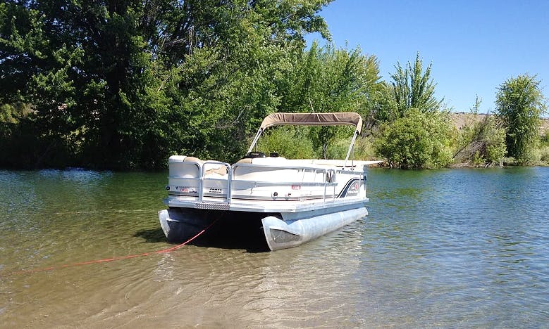 Experience the natural beauty of East Wenatchee, Washington on this Pontoon
