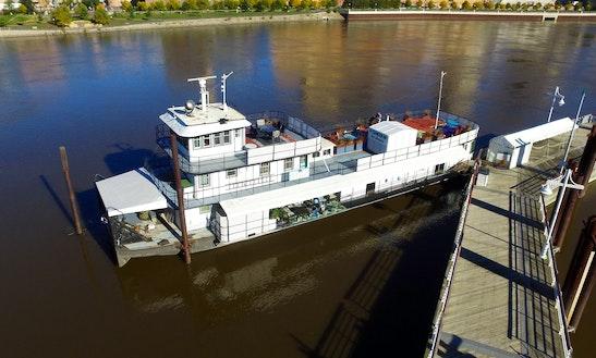 120ft Houseboat Rental In Saint Paul, Minnesota