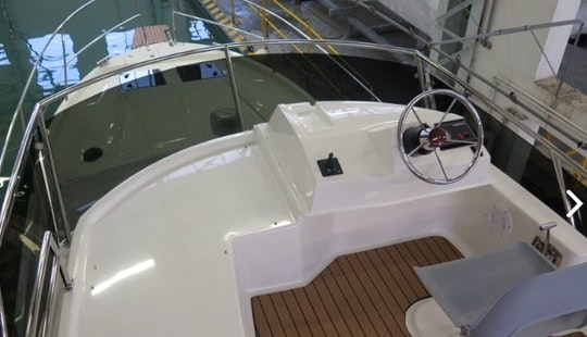 Hire The 34' Platinum 989 Flybridge Yacht In Wilkasy, Poland