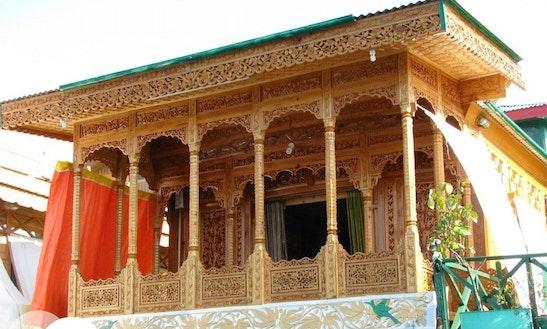 Rent A Houseboat In Srinagar, Jammu And Kashmir
