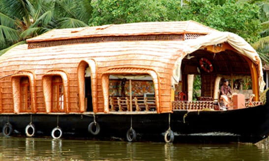 Enjoy An Unique Experience Of Cruising Kerala, India With A Houseboat