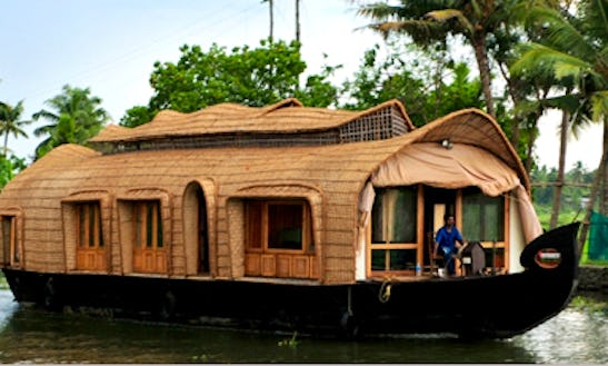 Indian Made Houseboat For 2 Person Ready To Book In Kumarakom, Kerala