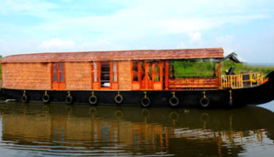 Enjoy The Comfort Of A Fully Furnished Houseboat In Kerala, India