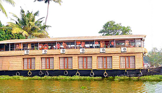 Rent A Houseboat In Kumarakom, Kerala For 12 Pax