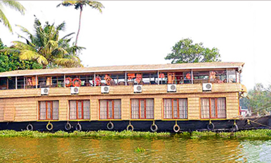 Rent A Houseboat In Kumarakom, Kerala For 12 Pax
