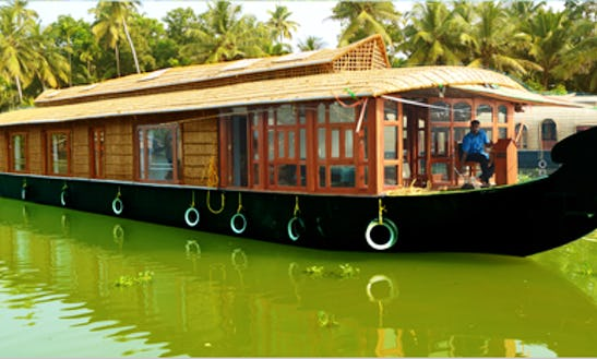 Enjoy A Houseboat Trip In Kerala, India For 8 Pax