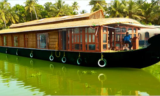 Rent A Houseboat In Kumarakom, Kerala For 8 Pax