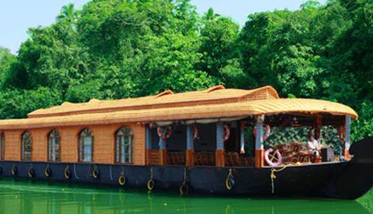 Rent The Perfect Houseboat In Kerala, India For 8 People