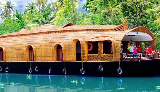 Enjoy An Amazing Houseboat Vacation In Kerala, India For 8 Pax