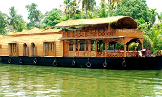 The Finest Houseboat Vacations In Kerala, India For 4 Pax