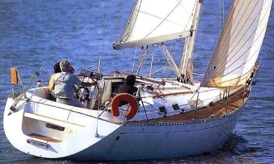 Charter 35' Cruising Monohull In Balatonvilágos, Hungary