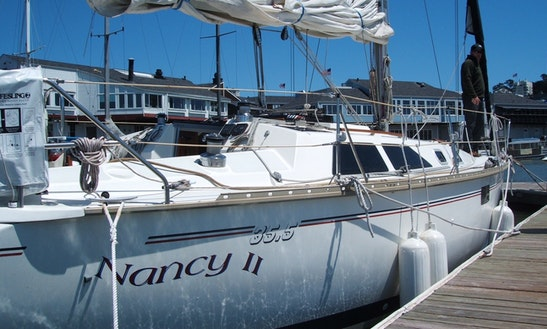 35' Hunter-legend Cruising Monohull Rental In Oakland, California For 8 People