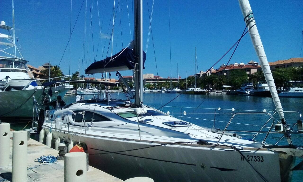 Charter the 42' Jeanneau DS Sailing Yacht in Cancún, Quintana Roo